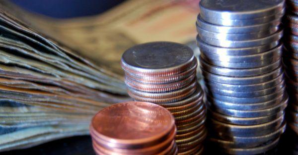 Salariul mediu net a scazut in august cu 36 de lei