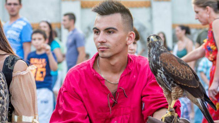 Axel Avram, tânărul care vorbește limba păsărilor de pradă