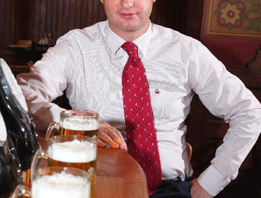 Dragos Petrescu, Un boem in lumea afacerilor