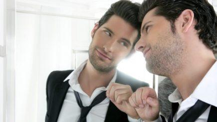 Tulburarea narcisică de personalitate: De ce este adulat liderul absorbit de el însuşi?