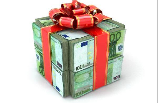 Banii, principalul cadou pe care și-l doresc de Crăciun 18% dintre români