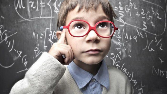 Cel puțin un elev din fiecare clasă a școlii românești e supradotat