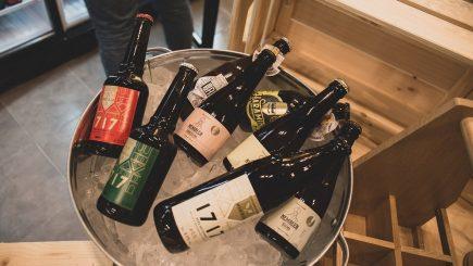 Povestea celor două profesoare care au deschis The Beer Institute, un magazin cu peste 100 de feluri de bere artizanală
