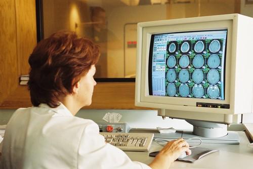 Ministerul Sanatatii va cheltui peste 10 milioane de lei pentru a invata 4.000 de asistente sa utilizeze calculatorul