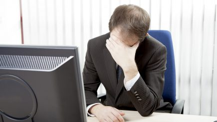 Reacțiile angajaților la schimbările din companie: stres, lipsă de încredere și intenții de demisie