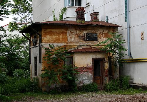 Peste 40% dintre romani nu au toaleta sau baie in locuinta