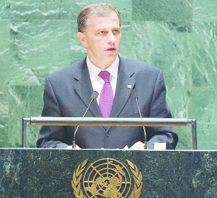 Mircea Geoana: - o cariera in diplomatie