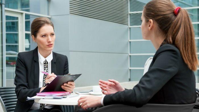 4 cuvinte care te vor scoate în evidență la interviul de angajare