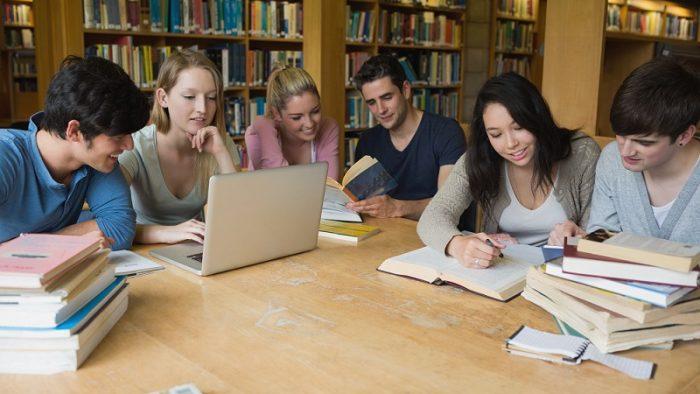 Angajatorii care încadrează absolvenţi vor primi stimulente financiare