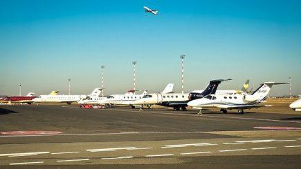 Haos pe aeroporturi? Când vor declanşa greva generală controlorii de trafic aerian din România