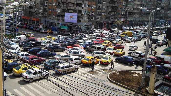 Traficul, al doilea job pentru bucureșteni