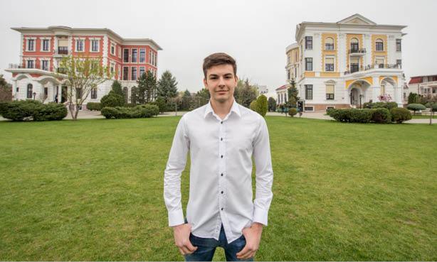 Până la urmă, ce are el de oferit României și ea nu are? A fost admis la cinci universități din UK, dar vrea să revină în ţară