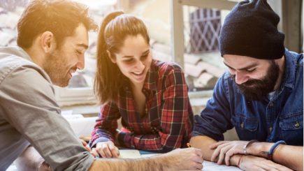 Există 4 beneficii unice care îți asigură angajați fericiți și productivi