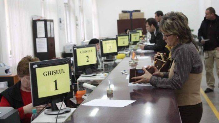 Bugetarii din România au ajuns să fie plătiţi, procentual, aproape la fel de bine ca cei din ţările nordice