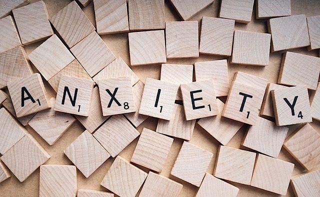 Anxietatea socială: Ce este şi cum poate fi combătută