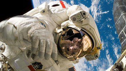Un elev român de clasa a VIII-a a fost premiat de NASA: Proiectul pune bazele unei colonii în spaţiu