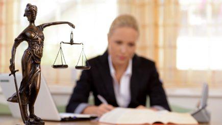 Antreprenorii români se tem de lege, sau de avocați?