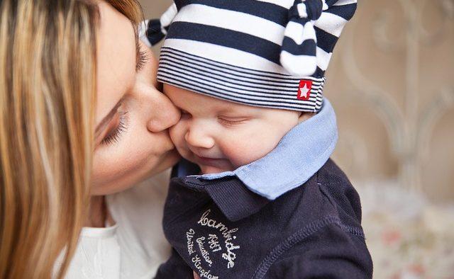 Mai mulţi bani pentru creşterea copilului: Indemnizaţia minimă creşte de la 1 februarie