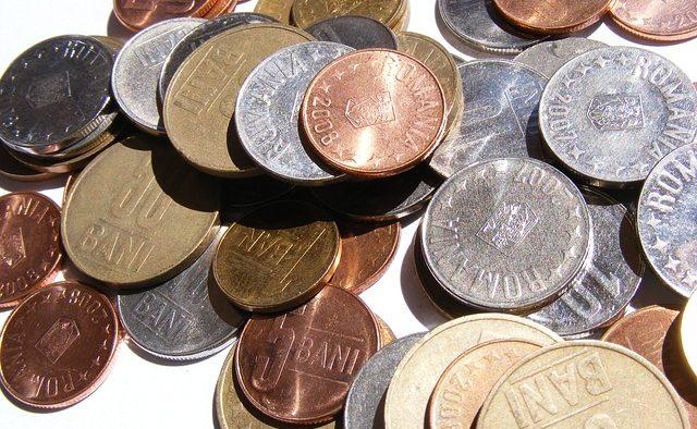 BNR: Angajaţii din bănci sunt supraîncărcaţi şi demotivaţi, iar salariul le-a crescut lent