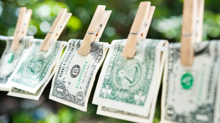 Românii au dat peste 20% din veniturile lunare pe taxe şi impozite