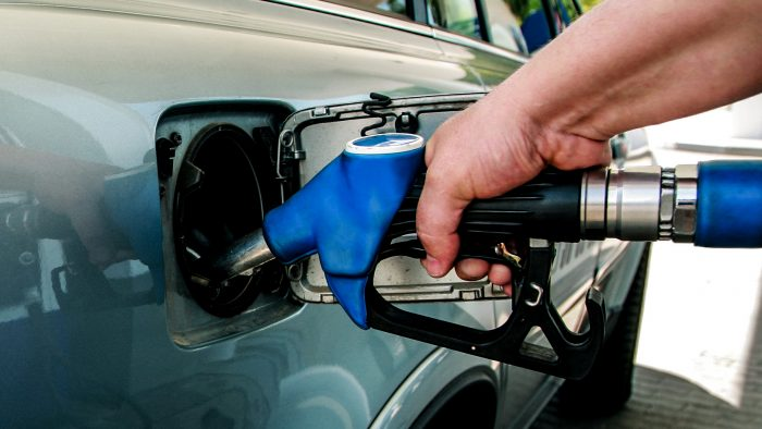 România, țara cu cel mai mare preț la carburanți din regiune