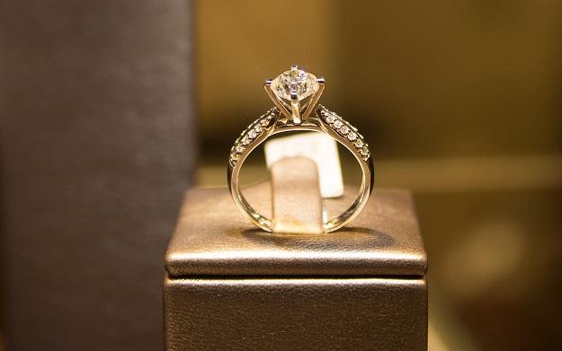 O afacere de familie cu bijuterii de trei milioane de euro