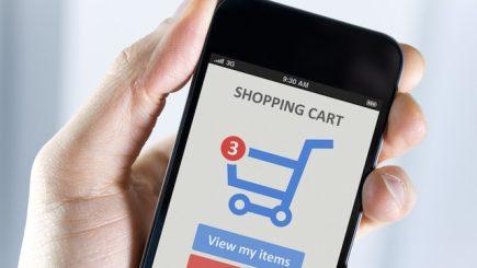 De Black Friday, românii au cumpărat de pe telefonul mobil. Peste 65% din traficul magazinelor online, de pe smartphone