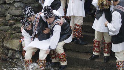 Sărbătoare: Tradiții și obiceiuri de Bobotează și Sfântul Ion