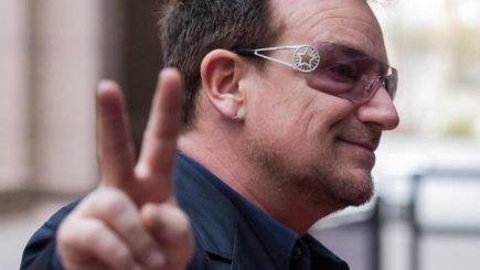Cum a făcut Bono de la U2 o avere din Facebook
