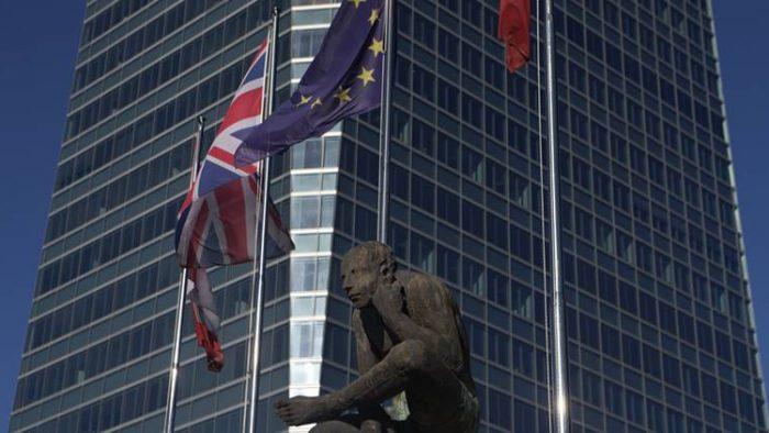Cât ar putea câștiga băncile britanice după Brexit
