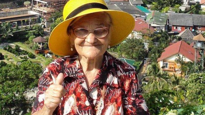 Cu banii din pensie, o femeie de 90 de ani călătorește în toată lumea. Secretul acestei reușite pare simplu pentru ea