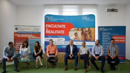 Ce burse oferă prima facultate de antreprenoriat din România