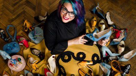 Producătorul de genți pictate Lyria a lansat prima colecție de pantofi. Producția, externalizată din cauza lipsei de forță de muncă