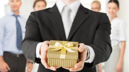 De ce nu ar mai trebui să trimitem cadouri business de Crăciun?