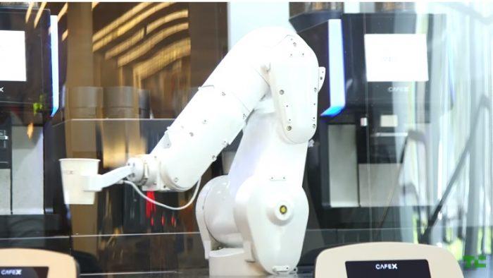 Localul în care cafeaua îţi e pregătită şi servită de... roboţi (VIDEO)
