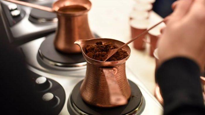 Secretul cafelei bune: ibricul creat de mâinile unui meșteșugar
