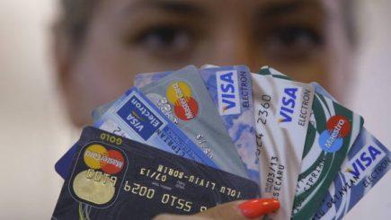 Atenţie la capcanele cardurilor de cumpărături cu rate fără dobândă