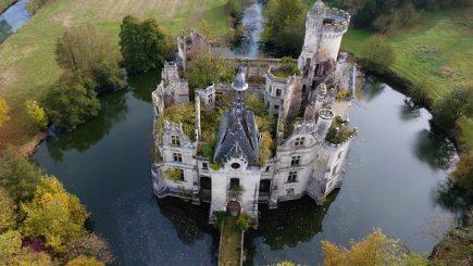 Acțiune salvatoare: Vastă operaţiune de cumpărare colectivă a unui castel, în Franța