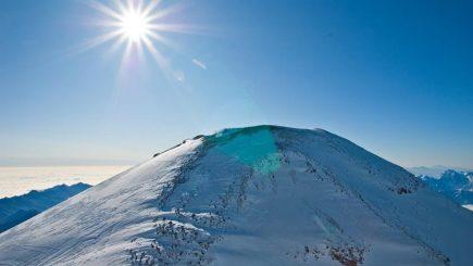 Care este legătura dintre alpinism și diplomație? 16 tineri își testează abilitățile la 3000 m altitudine