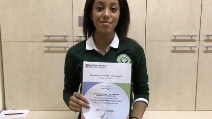 O elevă de la un liceu privat din Cluj a obținut cea mai mare notă din lume la examenul Cambridge de studii media