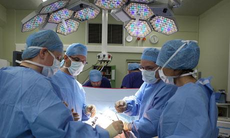 Chirurgii români învață noi tehnici în Olanda și Germania