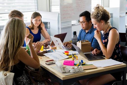 Cum atragi şi păstrezi cei mai buni oameni în compania ta: 5 tendințe care vor forma talente în 2018