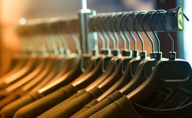 Compania care face haine pentru Debenhams pune lacătul la fabrica din Urziceni - Creşterea salariului minim, unul dintre motive