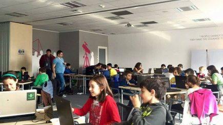 Tot mai mulți copii și tineri învață să programeze la Coder Dojo