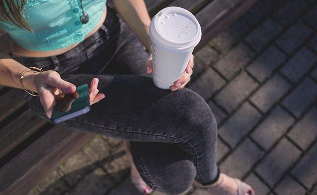 Studiu: Cum folosesc tinerii serviciile digitale şi ce aplicaţii recomandă altora