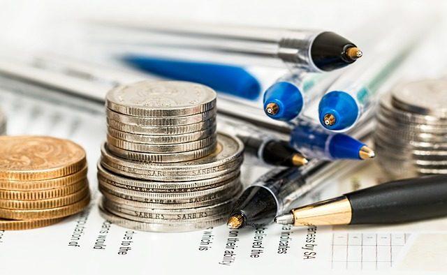 Întâmpinată cu critici şi proteste, legea salarizării ar aduce în medie lefuri mai mari cu 56% pentru bugetari
