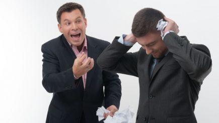"""De ce șefii țin partea colegilor """"agresivi"""" de la birou"""