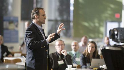 Ești speaker la evenimente? Cum să îţi construieşti discursul în aşa fel încât să atragi audiența