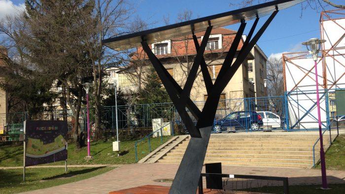 """Primul """"copac digital"""" din România care oferă conexiune Wi-Fi"""