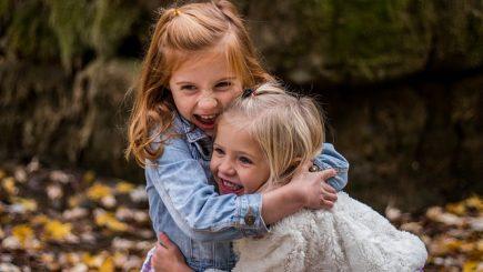 Un psiholog de la Harvard explică cum să îi învățăm pe copii să coopereze